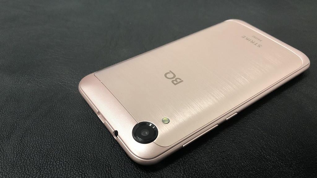 BQ-4072 Strike Mini - небольшой бюджетный смартфон