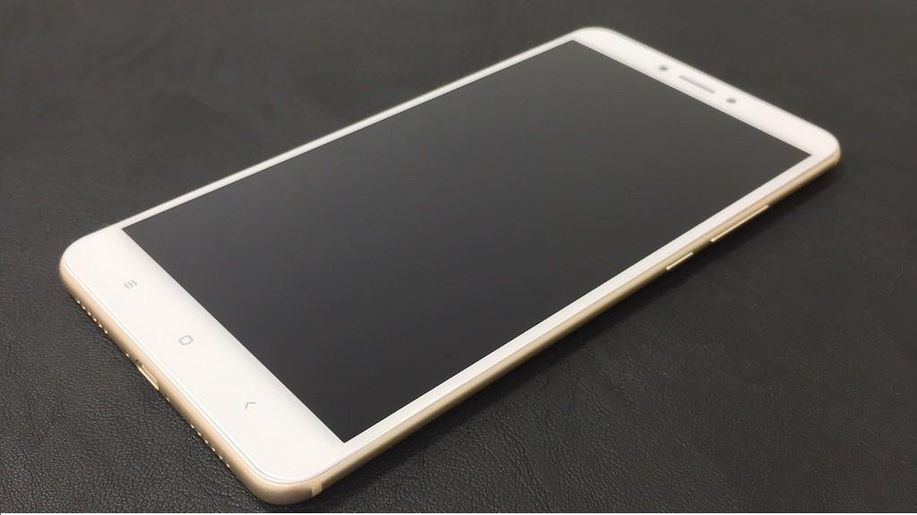 Самый большой смартфон в линейке MI.