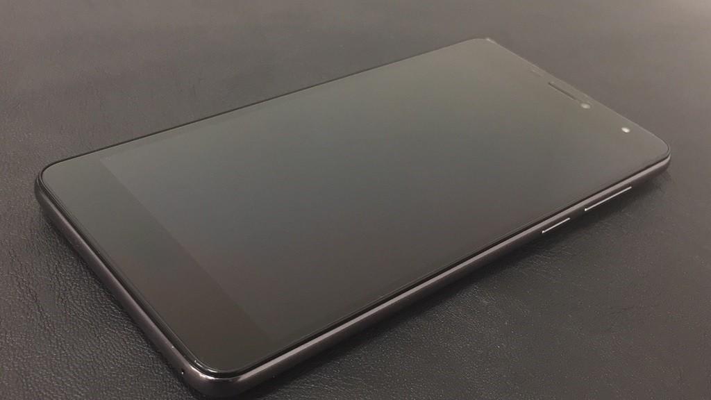 Смартфон BQ 6050 Jumbo с большим экраном и аккумулятором на 4900 Mah!